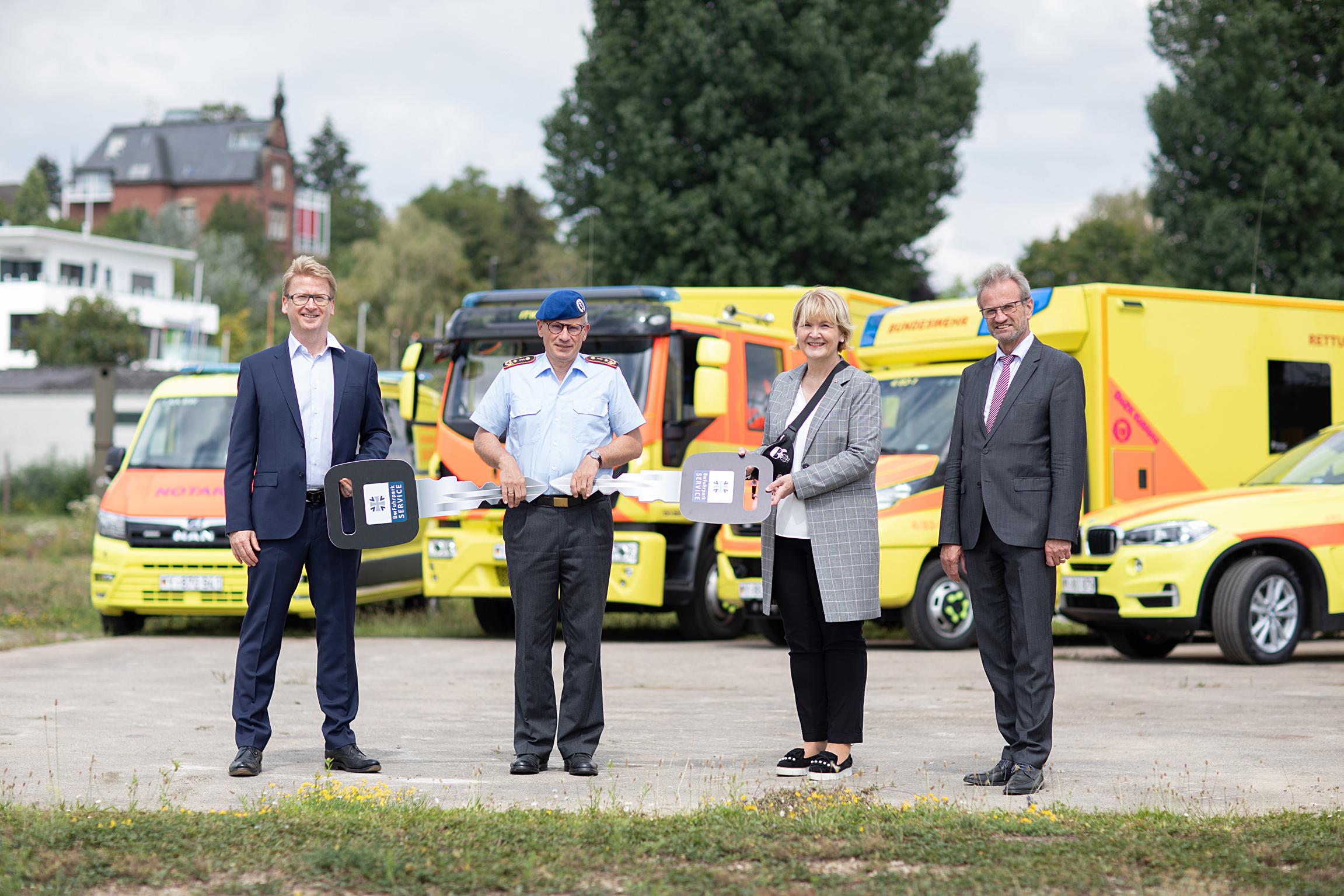 Übergabe Rettungsfahrzeuge Sanitätsdienst der Bundeswehr